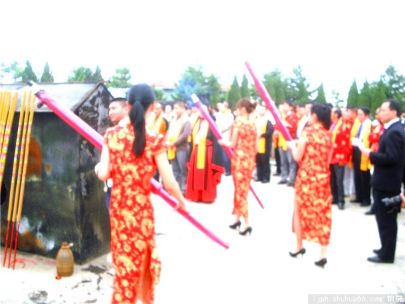 宗亲团咸阳行至礼泉县李世民的陵园进行祭奠