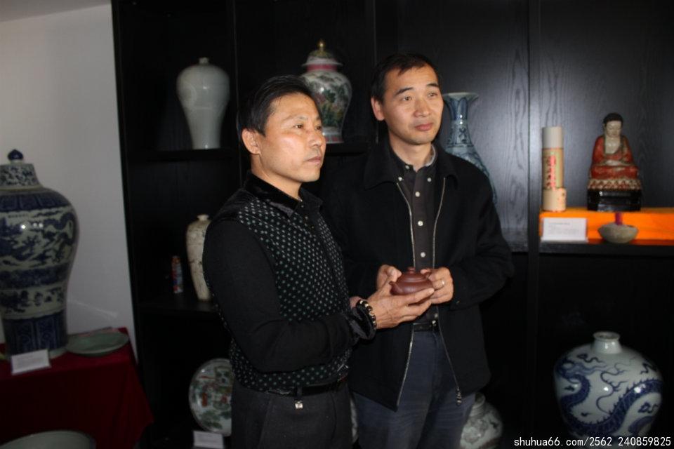 中央台新闻中心记者许景云收藏吴海龙大师设计制作的紫砂壶(1)